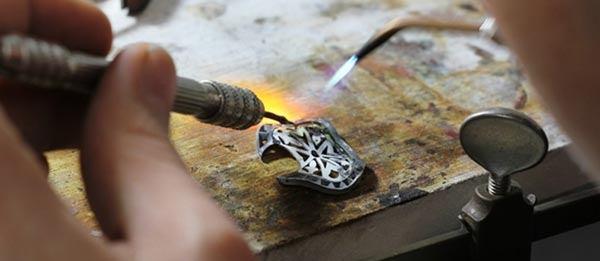 آموزشگاه جواهرسازی الماس نشان-هوچین